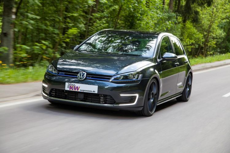 Die LED-Lichtbänder im C-Design stechen beim VW Golf GTE besonders hervor.