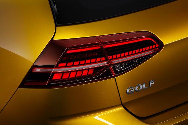 LED-Rückleuchten am Heck des VW Golf 7 Facelift