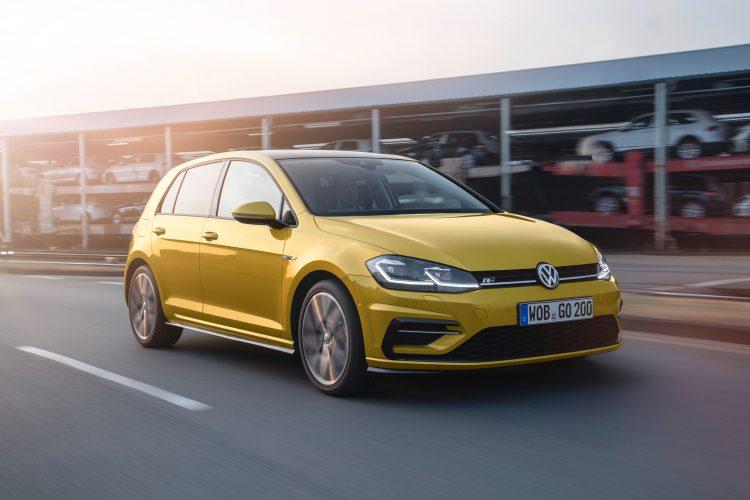 Neu gestaltete Frontpartie beim VW Golf 7 Facelift