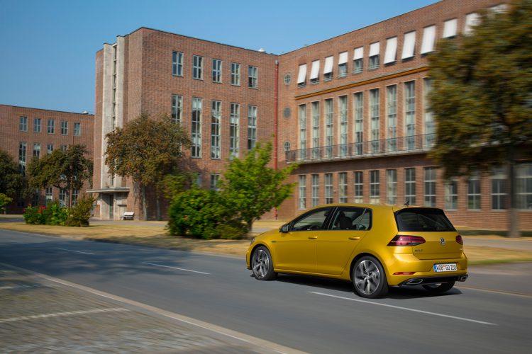 Fahraufnahme des VW Golf 7 Facelift