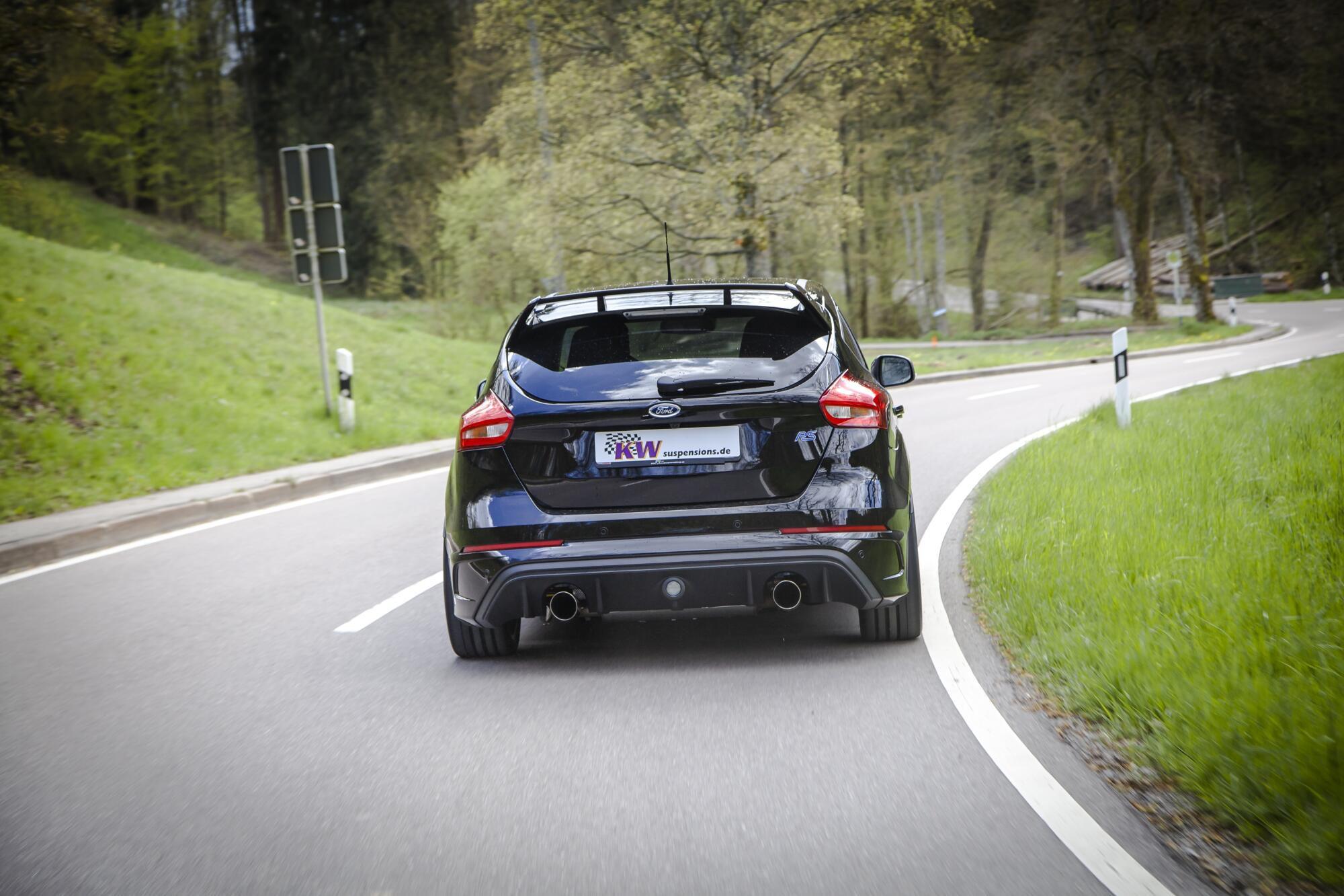 In seinem Element: Der Ford Focus RS auf kurvigen Landstraßen