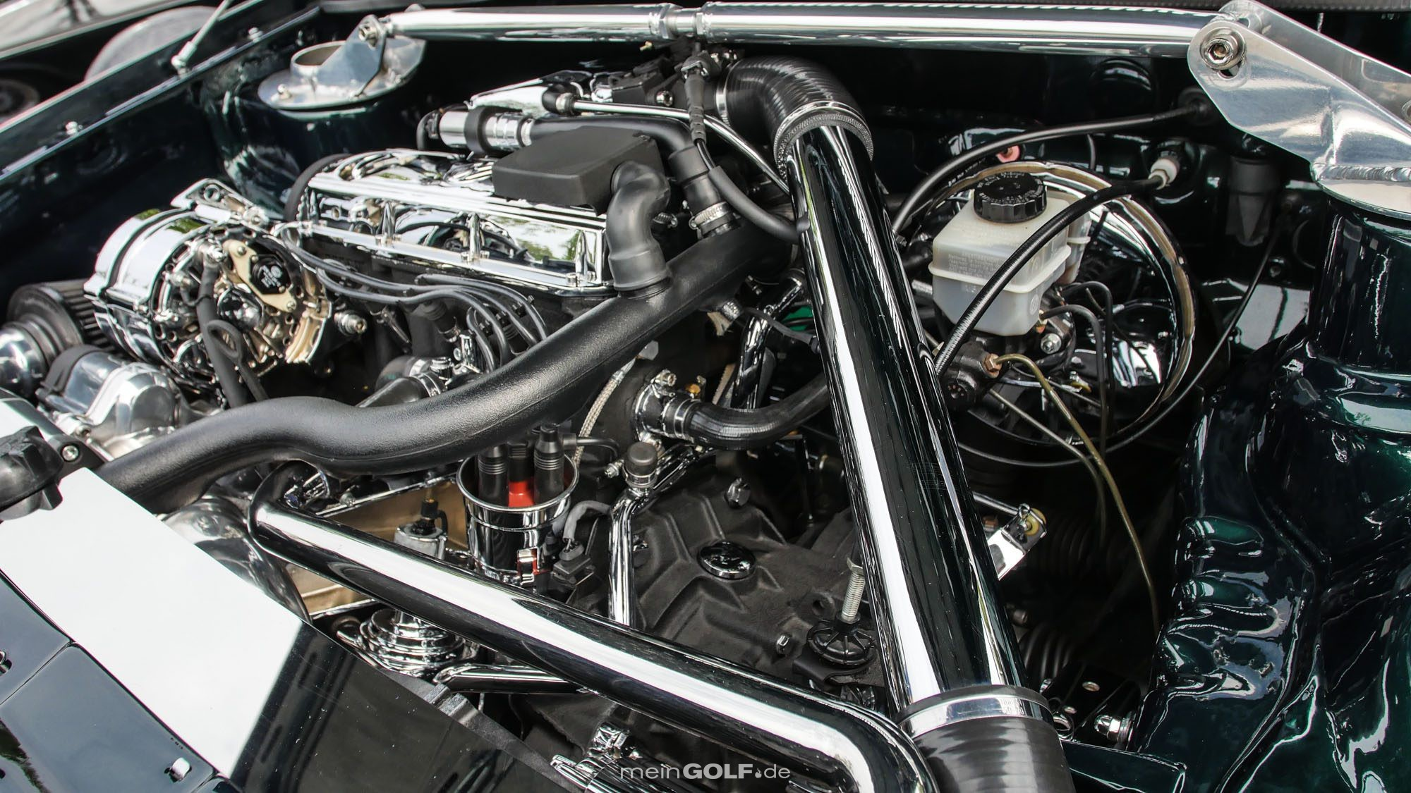 Auch der Motorraum des VW Golf Cabrio ist ein echter Hingucker!
