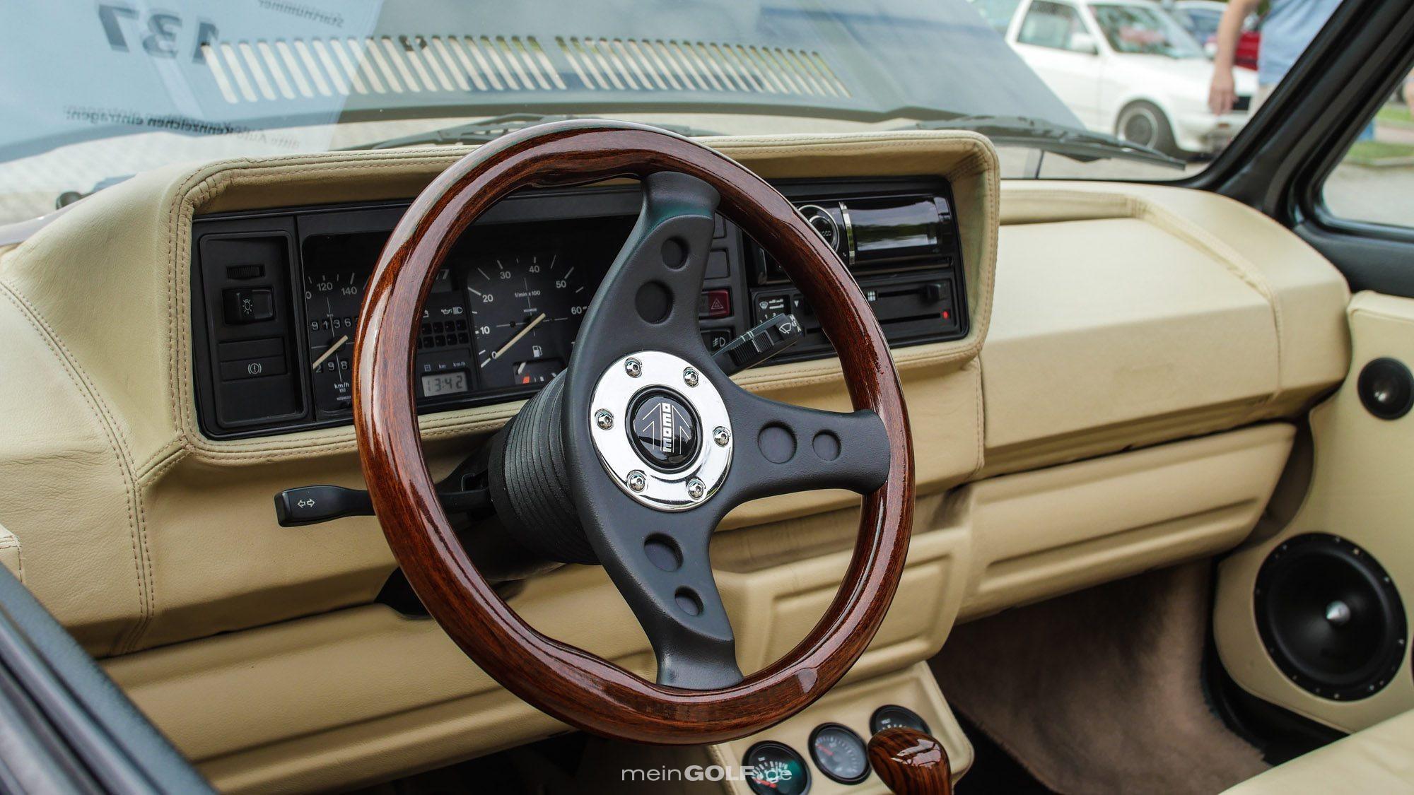 Stilvoll belederter Innenraum des VW Golf Cabrio