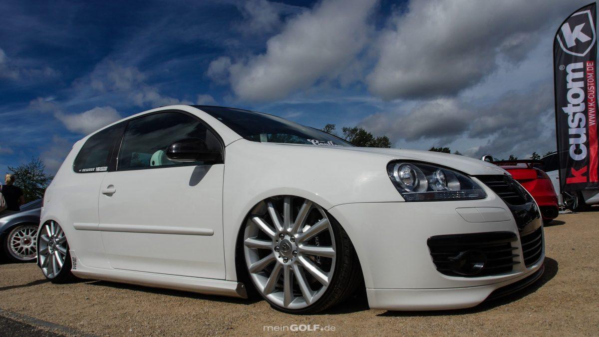 Seitenansicht des VW Golf V