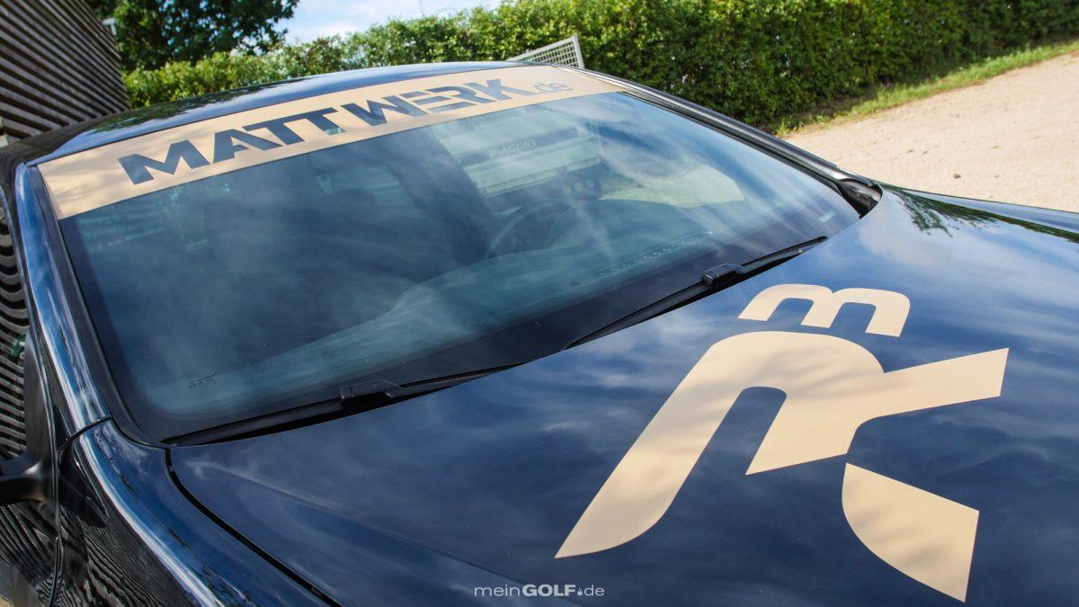 Schickes gold-schwarzes Finish des VW Golf VI GTI