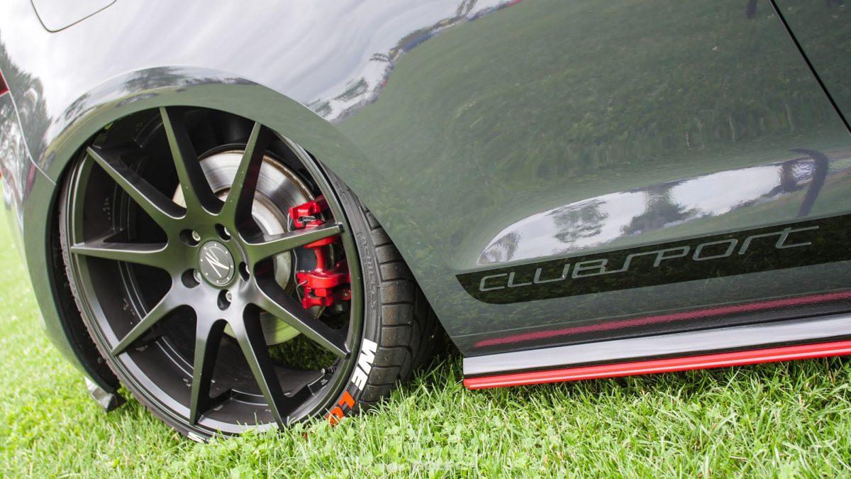 Tief in den Radhäusern des VW Golf VII GTI Clubsport sitzen deir Räder von Z-Performance