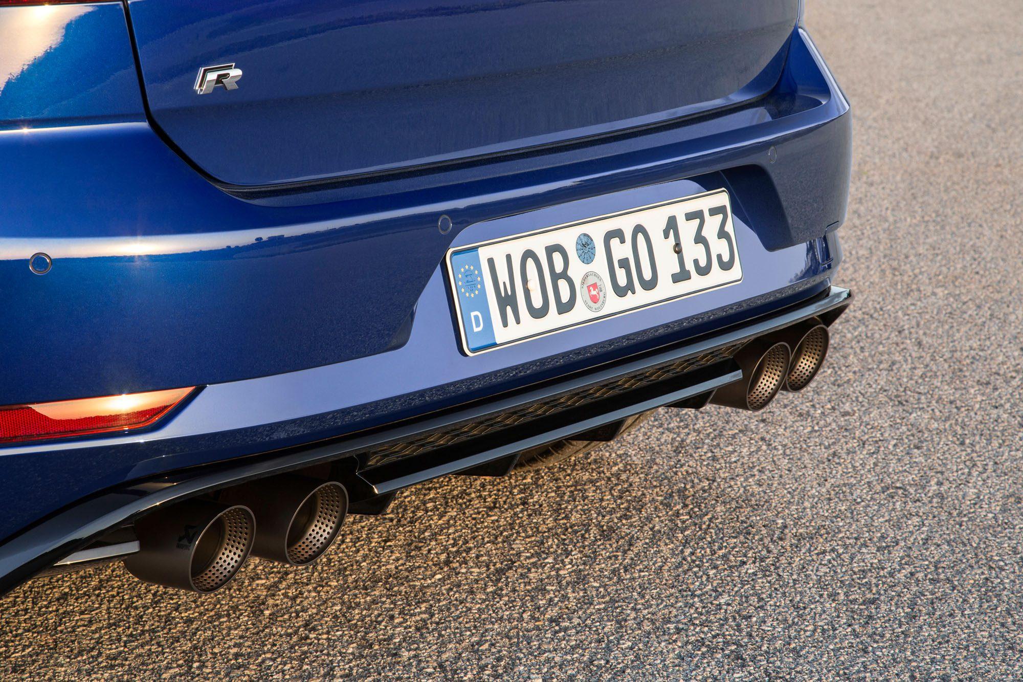 Abgasanlage von Akrapovic beim VW Golf R Facelift