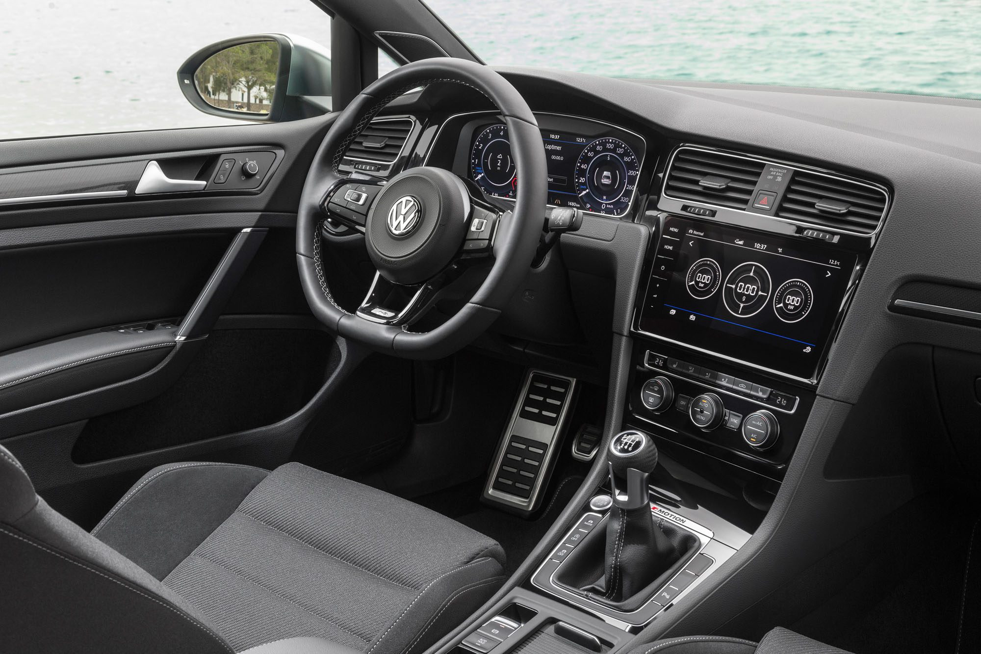 Cockpit des VW Golf R Facelift