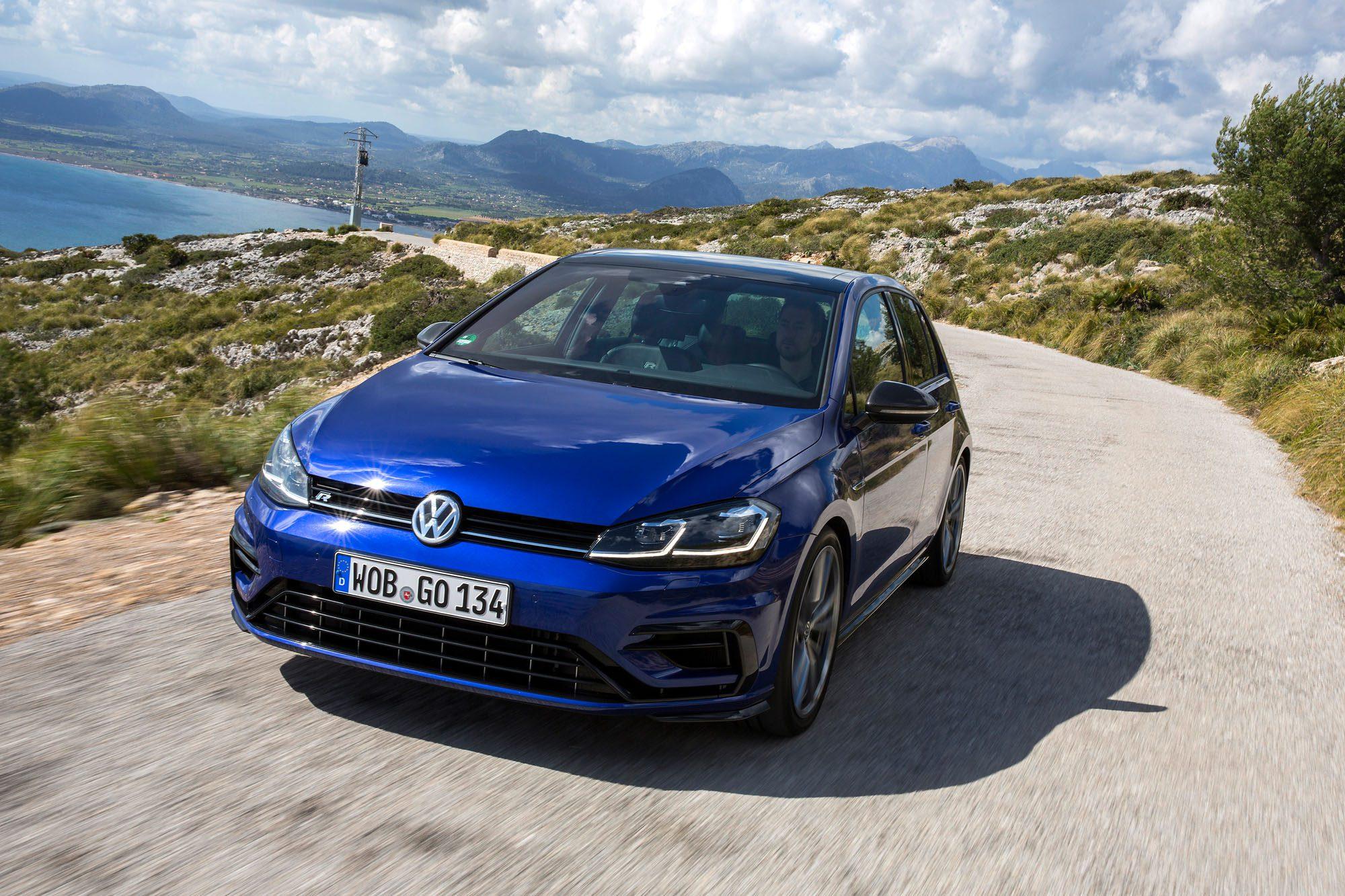 Unterrwegs mit dem VW Golf R Facelift auf der Landstraße